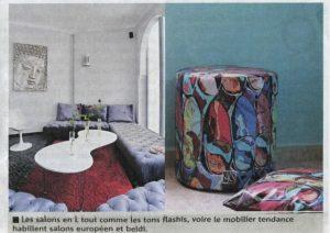 Les salons en L tout comme les tons flashis, voir le mobilier tendance habillent salons européen et beldi.